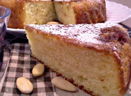 Torta soffice allo yogurt di limone e mandorle