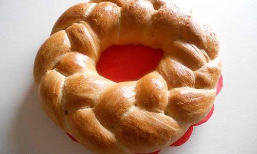 Corona di pane alla ricotta salata